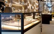 客流火爆的珠宝店展示柜是这样摆放设计的