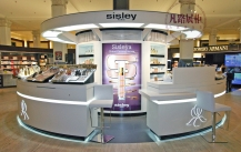 中岛式化妆品店展柜该如何设计布局?