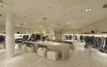 订做服装展柜大概多少钱?