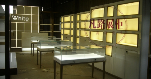 做一个珠宝展示柜要多少钱?