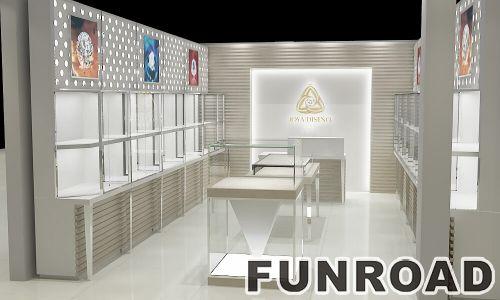 商场里的金属珠宝陈列亭和珠宝玻璃柜台出售