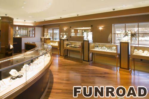 珠宝陈列店的木制橱窗柜台