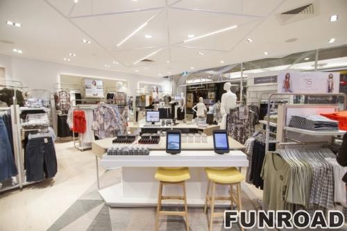服装零售店设计展柜服装挂架展示柜设计