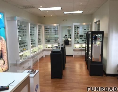 展示2017年的太阳镜,高质量和名牌眼镜展示柜。