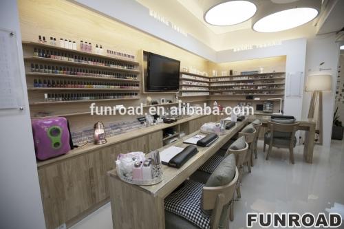 用天然竹家具做美甲店的美容展柜