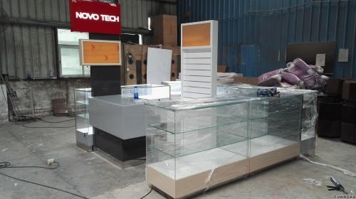 Funroad定制木质玻璃手机亭,带手机维修台