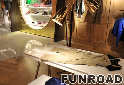 定制木质烤漆展示架,用于品牌服装店的展示架