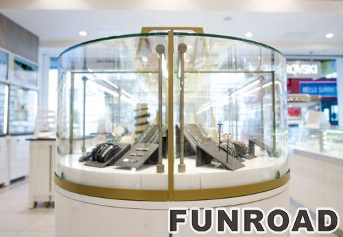 挂在墙上的项链玻璃展示了珠宝陈列的LED灯展柜