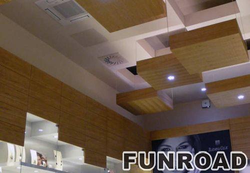 MDF显示柜台镶有木纹的柜台,用于高端珠宝品牌。