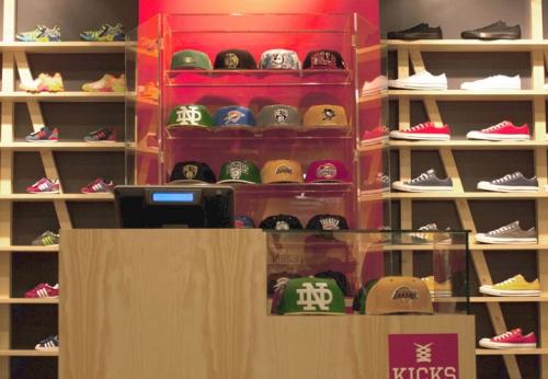 木质运动鞋展示架独特运动鞋零售店设计