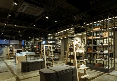 运动装备零售店设计运动服展架和鞋木壁柜