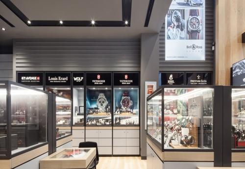 中端简易木表陈列柜和手表店设计展示柜效果图