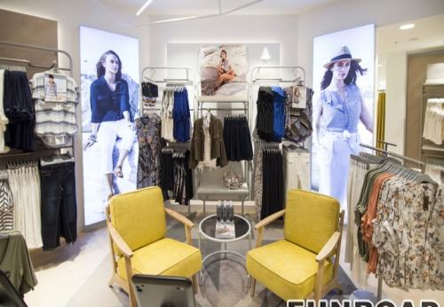 女士服装店时尚高端室内设计