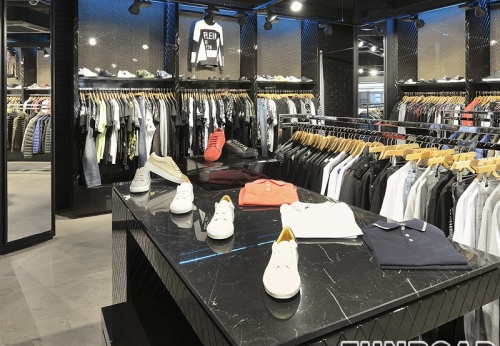 服装零售商店的高级技术木制展示柜展示架