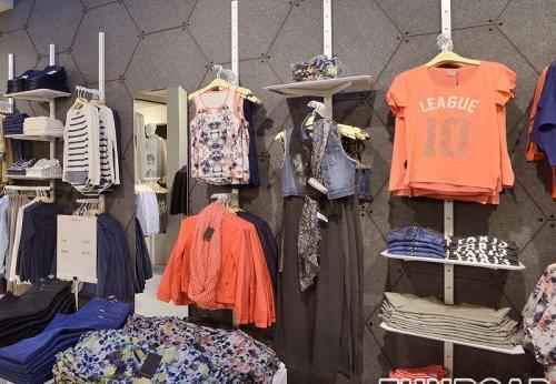 服装店时尚木制展示架配件布展示柜