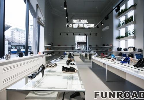 鞋子零售店木制展示柜台设计与玻璃展示架