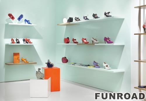 木质鞋子壁挂式展示架和鞋子低展示架