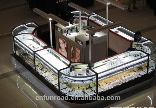 有光泽的购物中心珠宝商店展示柜设计效果图