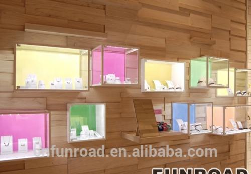 独特的玻璃首饰陈列柜展示了珠宝商店的家具设计效果图