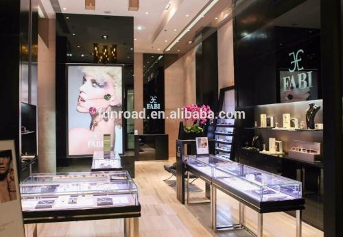 富路高端钢和玻璃珠宝展柜橱窗展示设计效果图