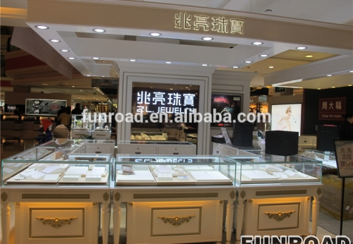 购物中心定制的珠宝展柜,展示柜橱窗和现金柜效果图