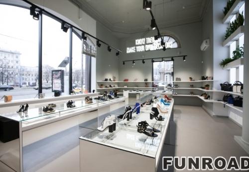 鞋架带LED的木头做成的鞋架展柜陈列效果图