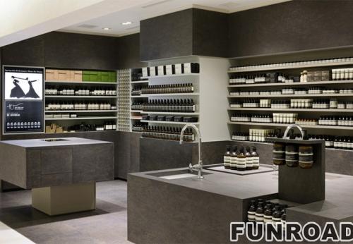 购物中心的时尚化妆品展示柜现代展示陈列室