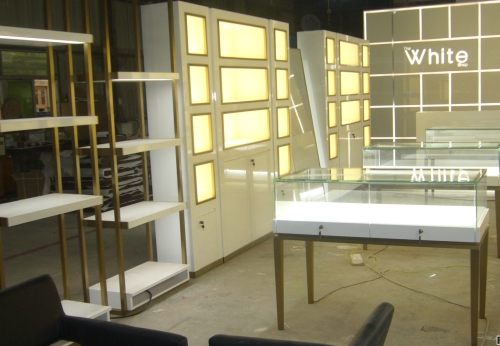 广州客户订制,新款木质不锈钢珠宝展示柜设计展示效果图