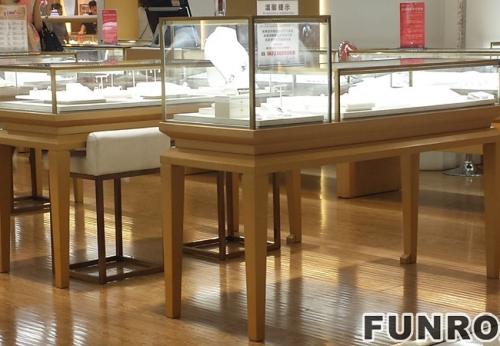 成品木质烤漆高端珠宝展示柜台设计陈列效果图