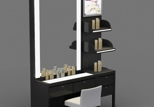 化妆品展柜零售商店为顾客服务,为顾客提供服务