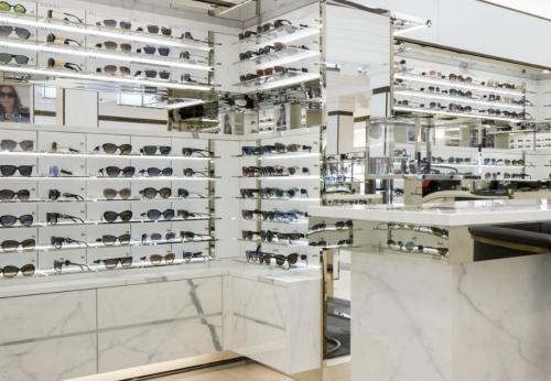 带LED太阳镜的豪华展示柜