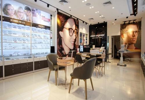时尚定制的光学商店内部设计与商店陈列展示柜定做案例