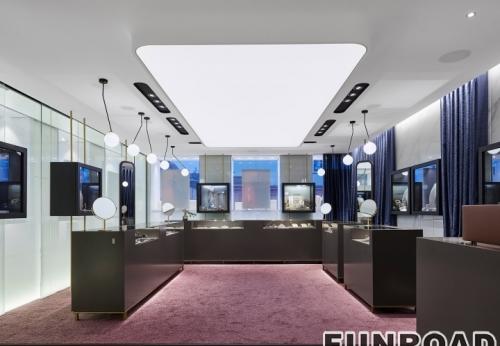 珠宝商店独特的LED灯显示柜台和高金属/木腿