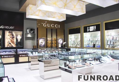 为购物中心的珠宝亭,LED明亮的玻璃首饰展示柜