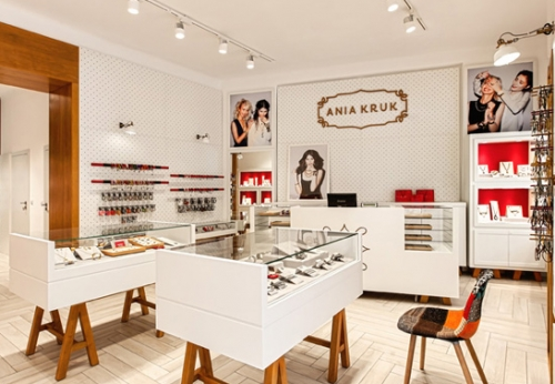 为著名珠宝品牌连锁店定制LED灯玻璃橱窗陈列柜