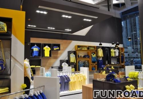 服装零售店木制商业展柜设计服装展示