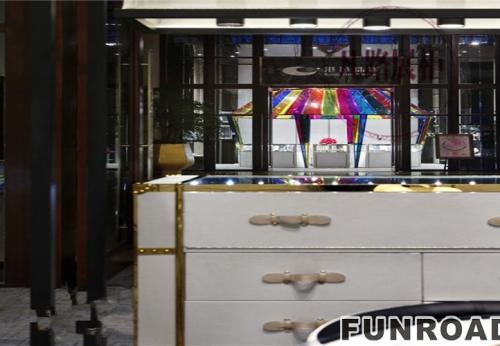 凡路展柜厂,专业定制白色烤漆珠宝展示柜