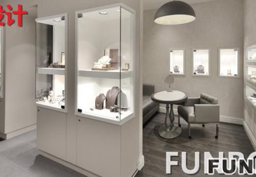 为了更好的展示珠宝,设计师设计出来的玻璃珠宝展柜