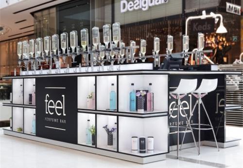 展柜设计师设计的现代香水亭