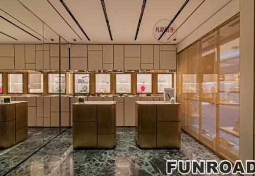 优雅精致的珠宝展柜采用金属和黄铜等高贵材料制成