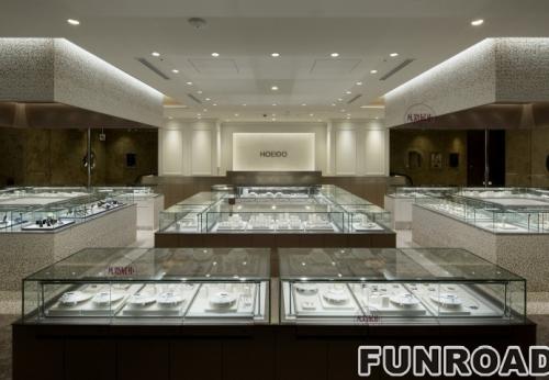 低奢雅致风格的珠宝店展柜