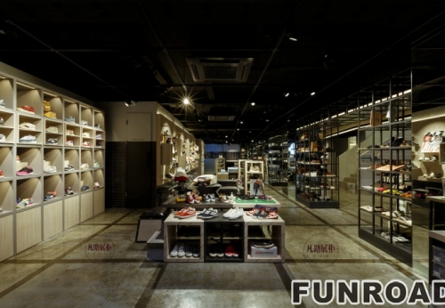 Case Study of Showcase in High-grade Brand Shoe Shop