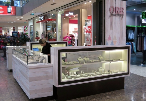 商场3M*3M中端珠宝展台,木质珠宝展柜设计