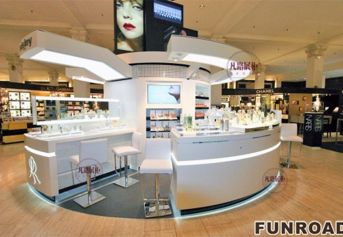 圆弧形化妆品中岛柜案例