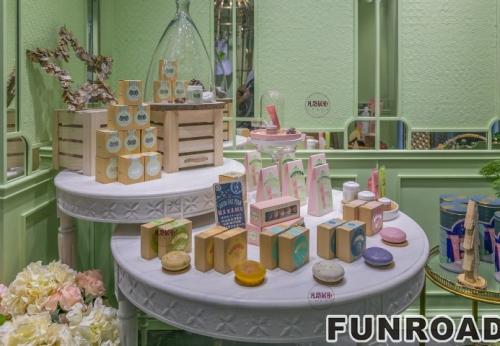 让人眼前一亮的小清新化妆品展柜案例