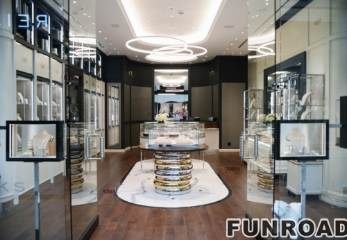 时尚珠宝店圆弧形电镀不锈钢珠宝展柜效果图