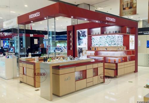 商场化妆品店展示柜设计制作案例