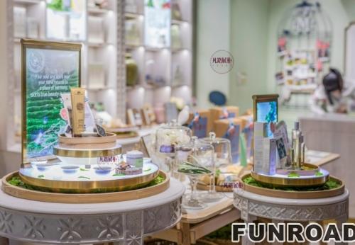 时尚可爱风格化妆品店展示柜案例