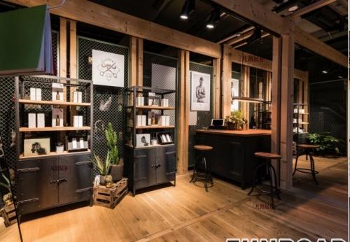 时尚创新化妆品工作室展柜案例