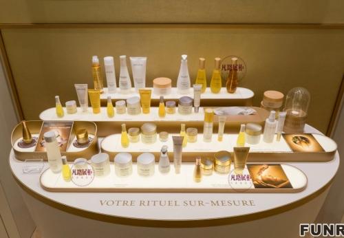木质烤漆化妆品店整店展柜制作案例